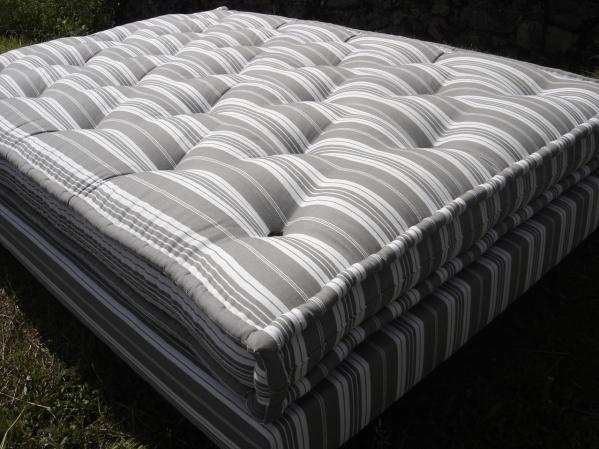 matelas en laine et latex. Black Bedroom Furniture Sets. Home Design Ideas